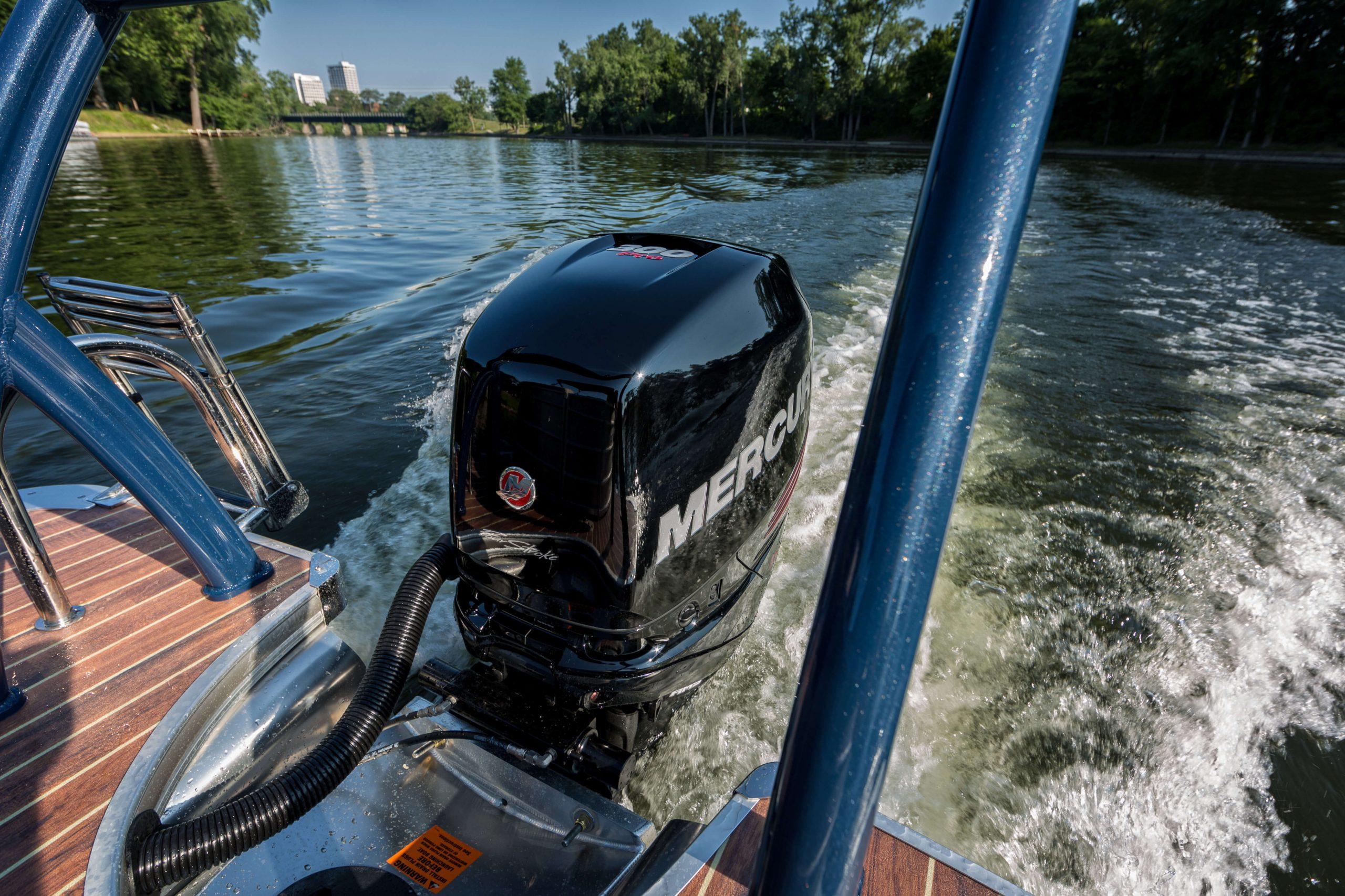 Mercury Outboard w fuel line